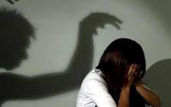 Art teacher accused of molesting five underage students